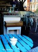 Blauer Cafe tisch