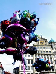 Ballons vor dem Rathaus